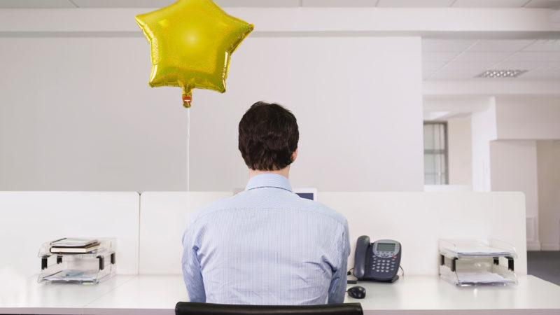 Cómo guiar a su equipo durante la transición de vuelta a la oficina
